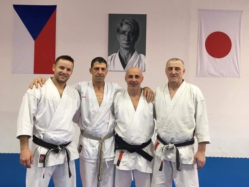 <p>SenseiPaweł Januszuczestniczył w seminarium karate tradycyjnego prowadzonym przez senseia Aviego Rokah (USA). Zgrupowanie odbyło się 12-15 stycznia w Czechach.  </p>