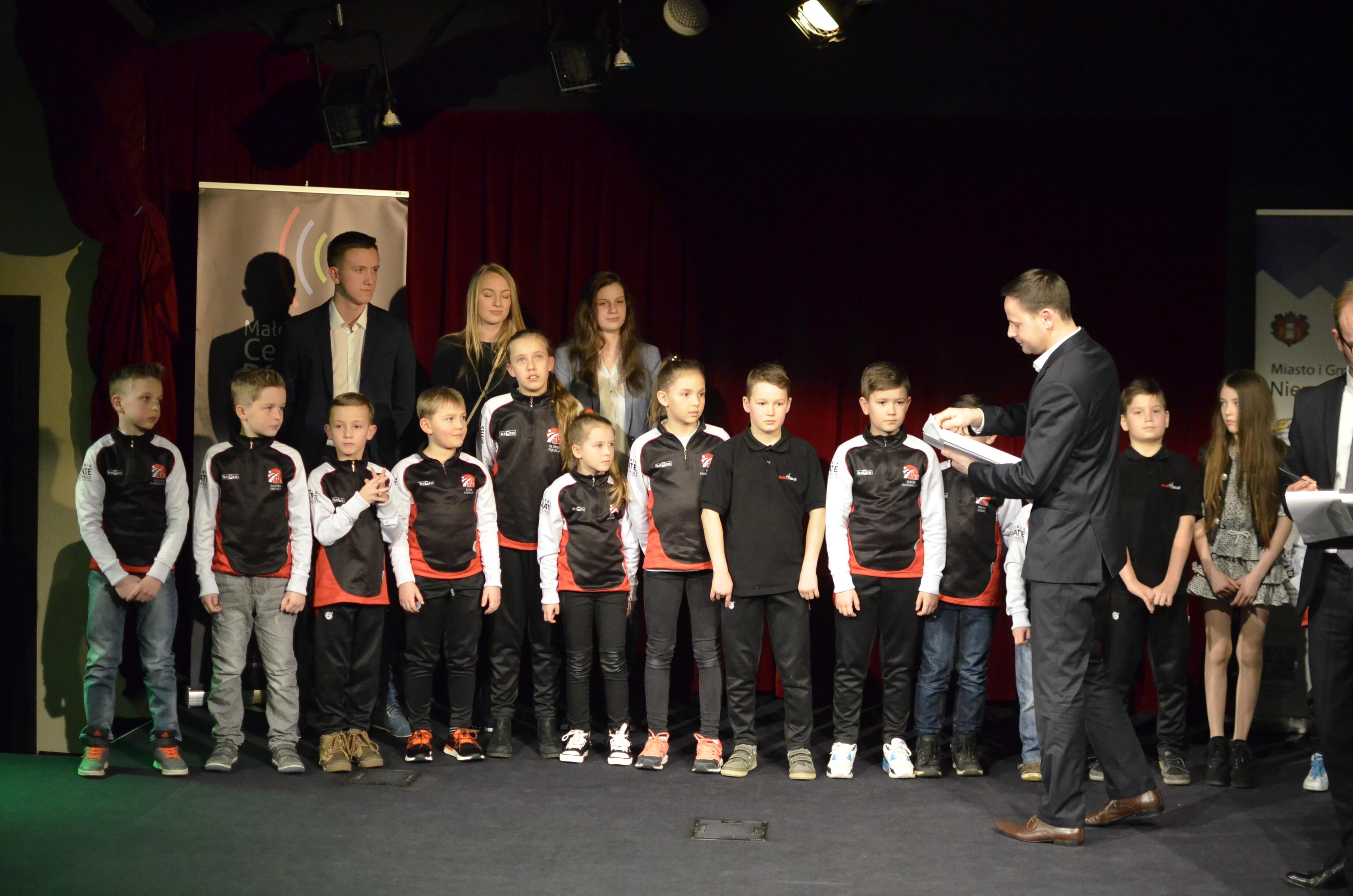 <p>3 marca karatecy AKT zostali nagrodzeni podczas Niepołomickiej Gali Sportu w Małopolskim Centrum Dźwięku i Słowa. </p>