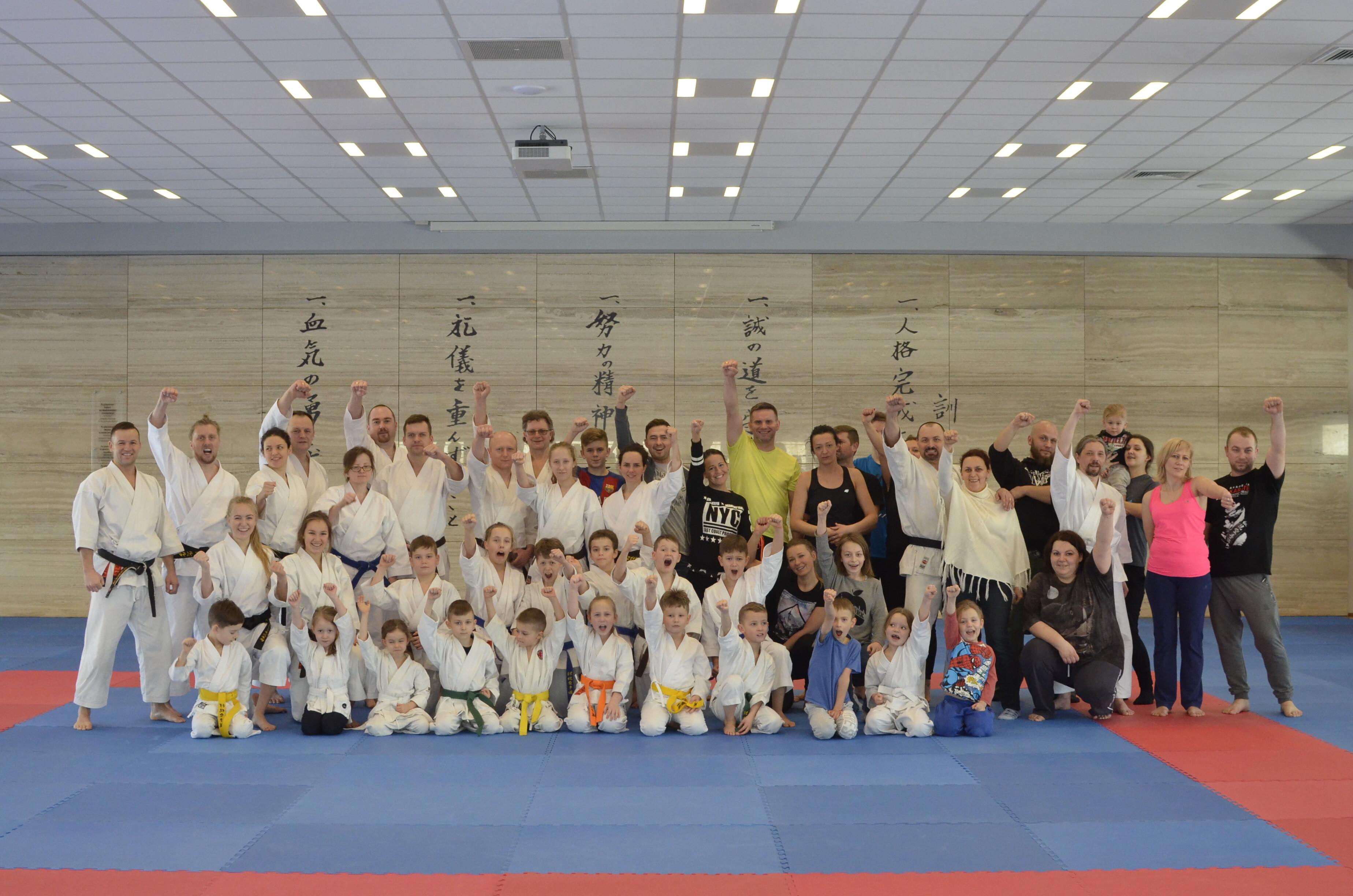 <p>Grupa 70 karateków i sympatyków karate spędziła wraz z najbliższymi 3 aktywne dni w Dojo  Stara Wieś (10-12 lutego 2017), podczas rodzinnego weekendu. </p>