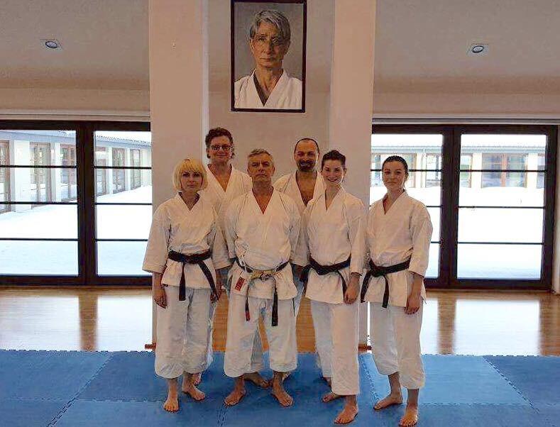 <p>5 karateków AKT uczestniczyło w konsultacjach przygotowujących do egzaminów na stopnie mistrzowskie Dan. Szkolenie odbyło się w Starej Wsi 13-15 stycznia 2017 roku. </p>