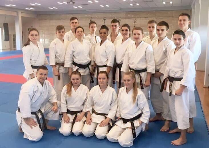 <p>Od 30 marca do 2 kwietnia nasi karatecy przebywali na zgrupowaniu kadry narodowej w Dojo Stara Wieś. W treningach uczestniczyło 15 karateków AKT (juniorzy, młodzieżowcy i seniorzy).</p>