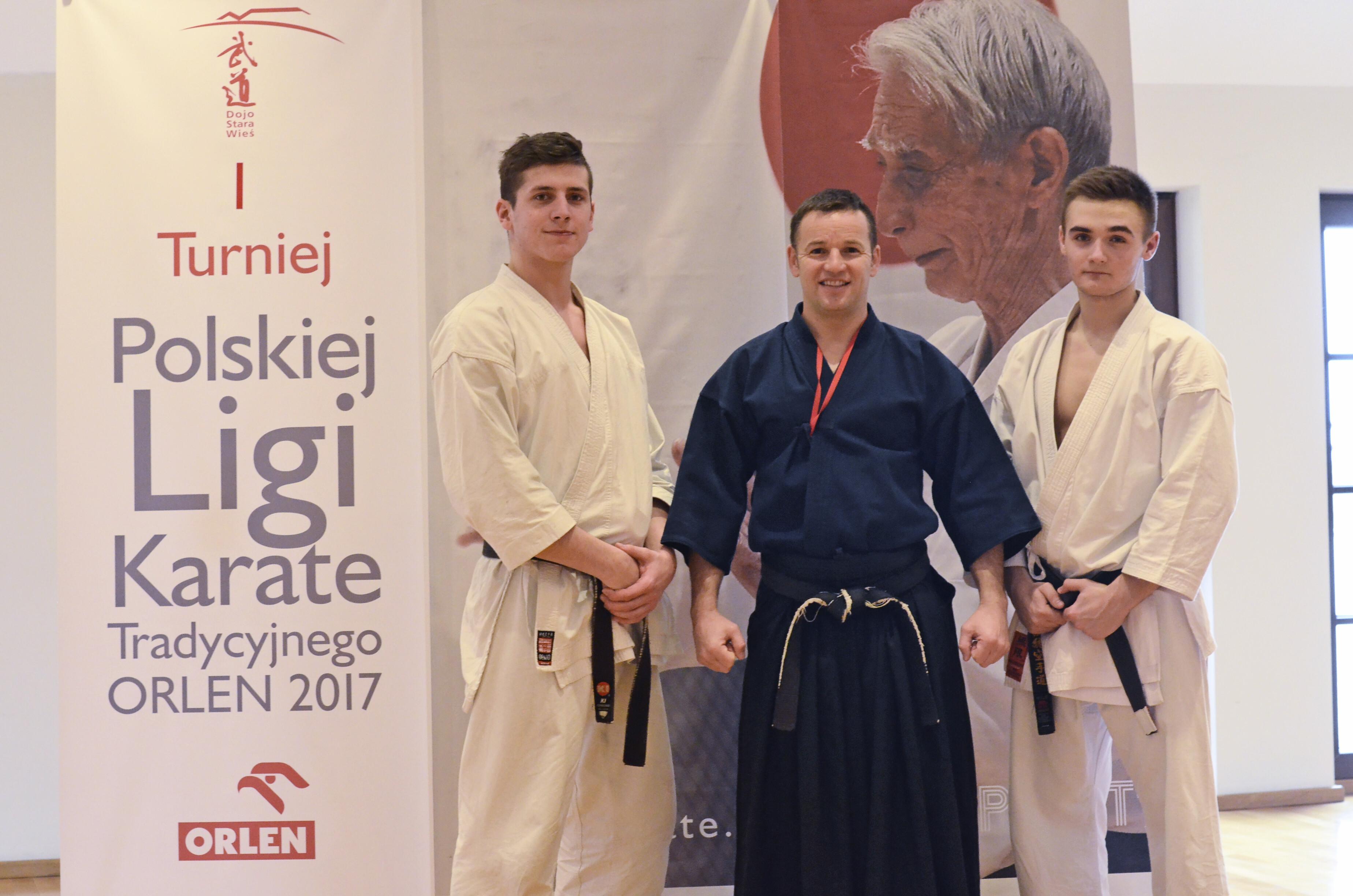 <p>Wiktor Staszak zwyciężył w pierwszym turnieju Polskiej Ligi Karate Tradycyjnego. Paweł Tomasik uplasował się na czwartym miejscu. Obaj zawodnicy zadebiutowali w PLKT. Turniej odbył się 19 marca w Dojo Stara Wieś.</p>