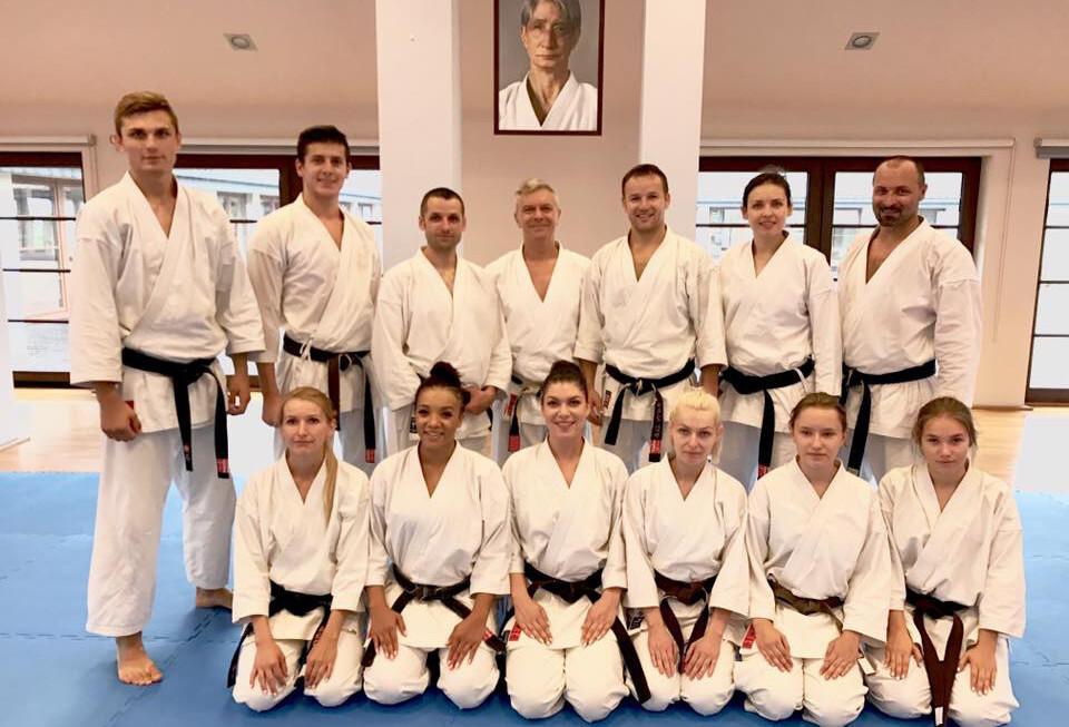 <p>15-20 sierpnia odbyło się kolejne międzynarodowe zgrupowanie karate tradycyjnego – Gasshuku 2017. W Dojo Stara Wieś spotkało się 260 karateków z 18 państw, w tym 12-osobowa ekipa z AKT Niepołomice-Kraków.</p>