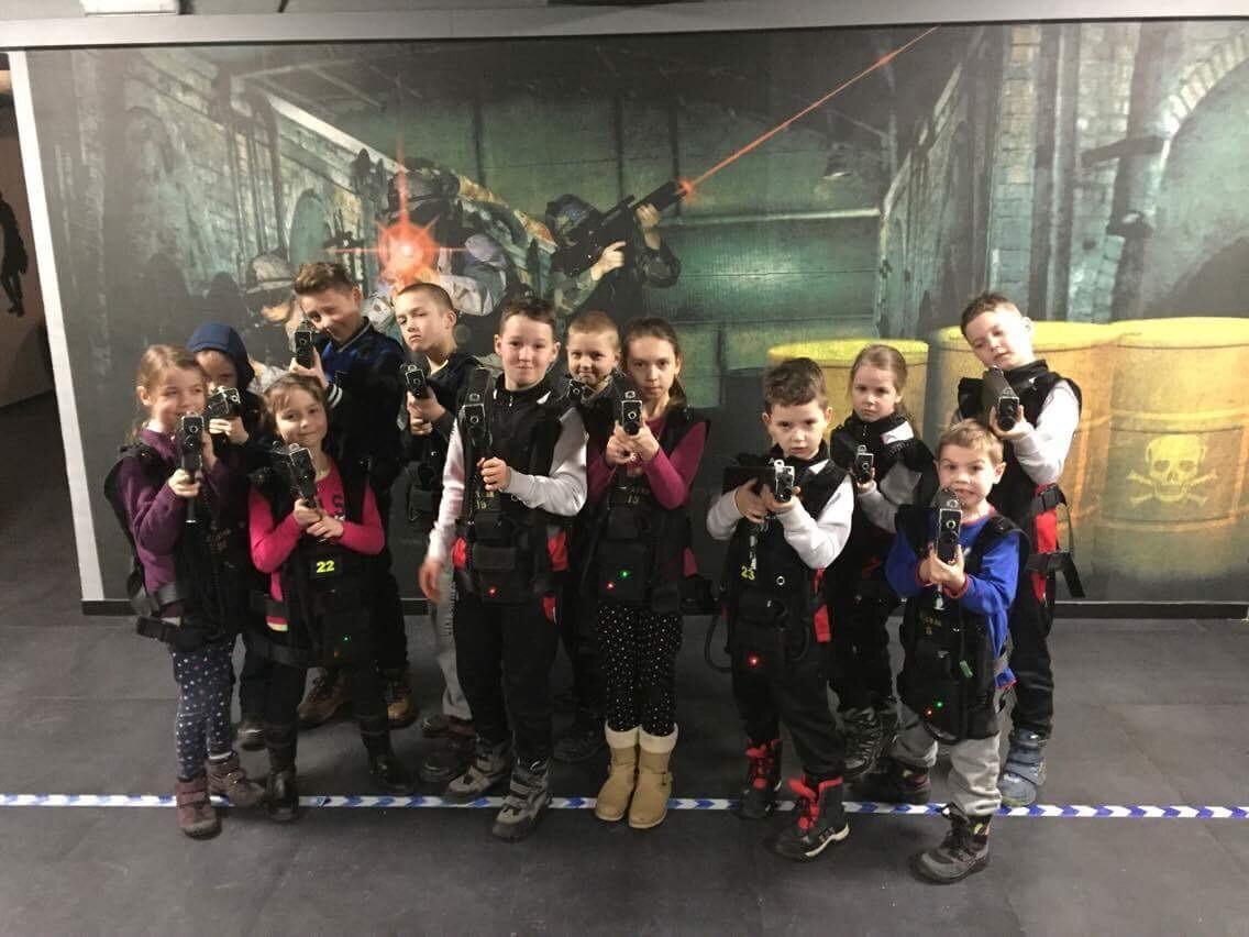 <p>Przez dwa tygodnie (7-11 sierpnia oraz 21-25 sierpnia) karatecy AKT spotykali się codziennie rano w Dojo w Tauron Arenie Kraków, by aktywnie spędzić czas. W wakacyjnej przygodzie wzięło udział ponad 80 osób.</p>
