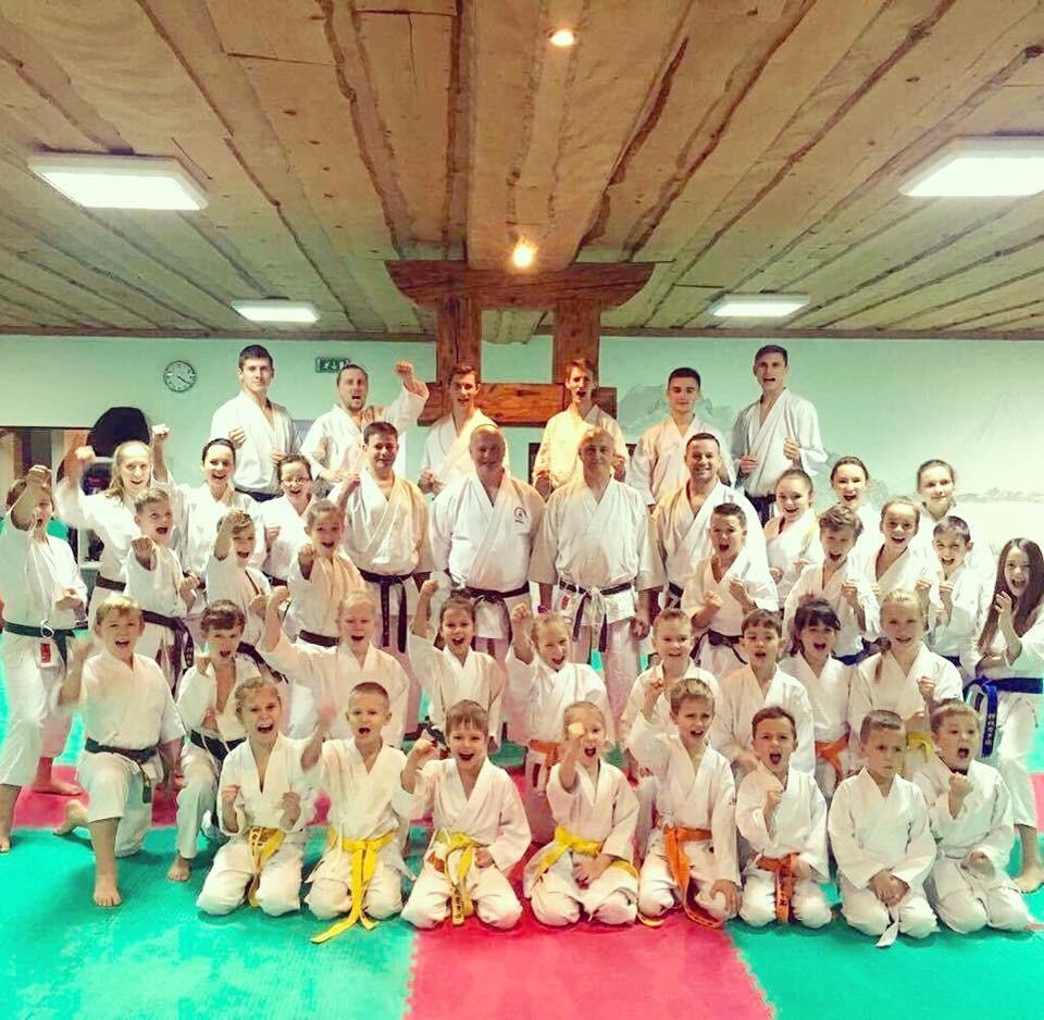 <p>9 grudnia karatecy AKT mieli okazję potrenować w niepołomickiej Akademii z senseiem Zbigniewem Sitarzem (5 Dan) z Opola i senseiem Mirosławem Kuciarskim (5 Dan) z Zielonej Góry.</p>