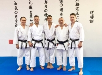 <p>Sensei Paweł Janusz, wraz z polską ekipą karateków, uczestniczył w Budo Karate Camp – międzynarodowym szkoleniu dla instruktorów w Czechach, prowadzonym przez senseia Aviego Rokah (USA). Treningi trwały dwa dni – 12 i 13 kwietnia.</p>