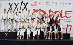 <p>Świetny występ karateków AKT podczas Mistrzostw Polski w Karate Tradycyjnym, które rozegrano 16 i 17 czerwca w Opolu. Nasi zawodnicy 6 razy wywalczyli Mistrzostwo Polski, 6 razy zostali wicemistrzami i 4-krotnie zdobyli 3 miejsce. Ponadto Wiktor Staszak – z wynikiem 5 medali – otrzymał tytuł najlepszego zawodnika mistrzostw.</p>