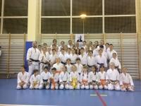<p>45-osobowa ekipa karateków AKT trenowała 27 stycznia w Nowym Targu na Regionalnym Kursie Mistrzowskim z senseiem Włodzimierzem Kwiecińskim.</p>