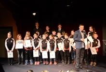 <p>Ponad 30 karateków Akademii Karate Tradycyjnego nagrodzono podczas V Niepołomickiej Gali Sportu. Nasi zawodnicy odebrali też dwie prestiżowe nagrody – tytuł Młodzieżowego Sportowca Roku oraz Drużyny Roku. Uroczystość odbyła się 6 lutego w Małopolskim Centrum Dźwięku i Słowa</p>