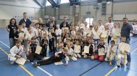 <p>26 maja nasi młodzi karatecy zmierzyli się podczas III Turnieju w Karate Tradycyjnym z okazji Dnia Dziecka, który odbył się w Rzeszowie. Do Niepołomic wrócili z 33 medalami (12 złotych, 10 srebrnych i 11 brązowych).</p>