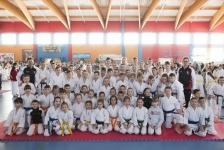 <p>Karatecy AKT zdobyli 28 medali (13 złotych, 6 srebrnych i 9 brązowych) podczas III Ogólnopolskiego Pucharu Krakowa w Karate Tradycyjnym. Zawody rozegrano 3 marca w hali Orzeł Piaski Wielkie w Krakowie.</p>