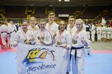 <p>Seniorzy, młodzieżowcy i juniorzy AKT świetnie zakończyli sezon startowy. Podczas Mistrzostw Świata w Karate Tradycyjnym w Kanadzie obronili tytuły mistrzów świata i wywalczyli 9 medali (6 złotych, 1 srebrny i 2 brązowe). Zawody zorganizowano 26 i 27 października 2018 w St John's.</p>