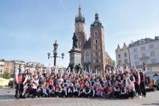 <p>6 października, przy okazji sesji zdjęciowej do klubowego kalendarza, karatecy AKT wzięli udział w treningu na krakowskim rynku. </p>
