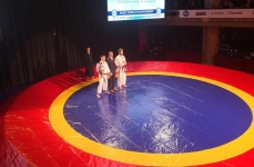 <p>Wiktor Staszak stoczył zwycięski pojedynek podczas Nocy Mistrzów zorganizowanej w Czechach 29 grudnia. Na corocznej gali spotykają się przedstawiciele różnych sztuk walki. Zawodnicy walczą w swoich stylach. Wiktor zwyciężył z czeskim karateką Martinem Káčerem.</p>