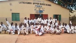 <h5>Kontynuacja współpracy z Afryką</h5><p>Sensei Jerzy Luberda udał się w połowie stycznia wraz z rodziną do Bandżul (Gambia). Podczas pobytu odwiedził miejscowe dojo i jego szefa – senseia Danso, spotkał się z karatekami i poprowadził dla nich treningi.</p>