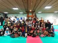 <h5>Sylwestrowa zabawa karateków</h5><p>1 stycznia zakończyliśmy pierwszą w historii klubu, Sylwestrową Noc Przebierańców w Akademii. Do niepołomickiego dojo zjechało ponad 60 karateków, by wspólnie przywitać Nowy Rok.</p>
