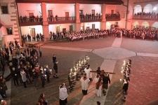 <h5>Karatecy na uroczystościach wielkanocnych</h5><p>Karatecy AKT tradycyjnie wzięli udział w niepołomickiej Drodze Krzyżowej oraz w Rezurekcji w Niedzielę Wielkanocną.</p>