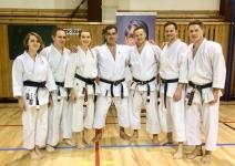 <h5>Seminarium z senseiem Justo Gomezem</h5><p>26 i 27 stycznia w Ostrawie odbyło się seminarium z senseiem Justo Gomezem 6 Dan (Argentyna) – legendarnym i charyzmatycznym instruktorem, 7-krotnym mistrzem świata w karate tradycyjnym. W treningach wzięło udział kilkoro karateków AKT.</p>