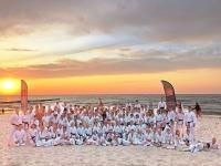 <h5>Obóz nad morzem w Sianożętach</h5><p>Już po raz siódmy wyjechaliśmy do Sianożęt – urokliwej, niewielkiej miejscowości, z piękną, dużą plażą – na nasz wakacyjny obóz. W aktywnym wypoczynku wzięło udział 160 karateków z Akademii Karate Tradycyjnego Niepołomice-Kraków. Obóz odbywał się w dwóch terminach: 21-31 lipca 2019 oraz 21-28 lipca 2019. Lista chętnych zapełniła się już po dwóch dniach.</p>